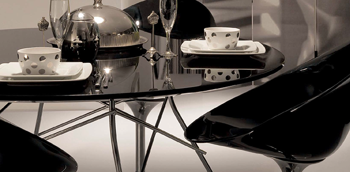 Kartell - Table Glossy et chaises Eros