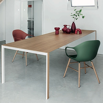 Table Thin-K et chaises Elephant